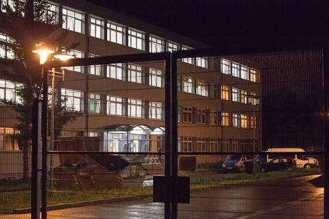 <p> Bei einem Streit in der Außenstelle der Erstaufnahmeeinrichtung für Asylbewerber in Schneeberg sind am Montagabend zwei Bewohner leicht verletzt worden.</p>