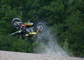 <p> Der Spanier Pol Espargaro flog bei über 200 km/h von der Strecke.</p>