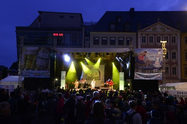 <p> Pünktlich zum traditionellen Bierfassanstich mit Oberbürgermeisterin Barbara Ludwig (SPD) auf dem Markt hatte der Regen schließlich aufgehört.</p> <p> </p>