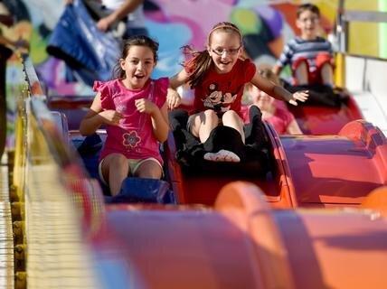 <p> Zahlreiche Fahrgeschäfte und Attraktionen sorgten für leuchtende Kinderaugen, wie die große Rutsche auf der Theaterstraße.</p>