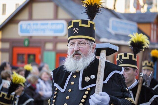 <p> Zehntausende Besucher haben am Sonntag die große Bergparade in Annaberg-Buchholz verfolgt.</p>