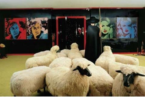 Turmzimmer, Palace Hotel, St. Moritz - mit: Lalanne: Schafe, Andy Warhol : Gunter Sachs, Andy Warhol : Brigitte Bardot.