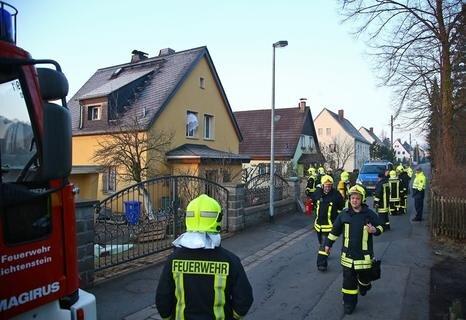 """<p> Weil Rauch aus einem Ofen austrat, ist die Feuerwehr am Freitagfrüh zu einem Einfamilienhaus an der Straße """"Am Stadtrand"""" in Lichtenstein ausgerückt.</p>"""