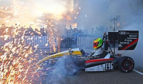<p> Das Auto Nummer 11 ist ein Elektromobil, das bei vier Rennen der Formula Student an den Start gehen soll.</p>
