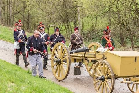 <p> In Uniformen sowie mit Musketen und Kanonen wurde die Schlacht nachgestellt. Sogar aus der Leubsdorfer Partnergemeinde, dem tschechischen Peruc, waren Gäste angereist</p>