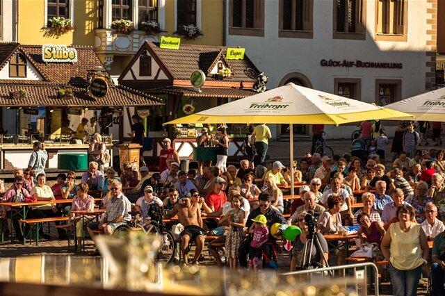 <p> Etwa 250 Standbetreiber erwarten nach Angaben der Stadtverwaltung bis Sonntagabend ihre Gäste auf den Erlebniswelten und Meilen in der historischen Altstadt.</p>