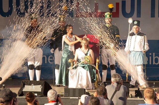 <p> Mit der Krönung von Carolin Fleischer zur neuen Bergstadtkönigin ist am Donnerstagabend das 31. Bergstadtfest in Freiberg offiziell eröffnet worden.</p>
