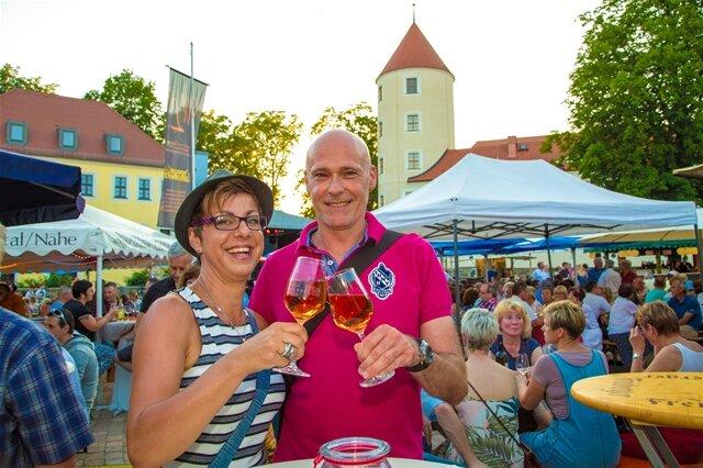 <p> Anja Schmidt und Ihr Freund Heiko fühlten sich im Weindorf sehr wohl.</p>