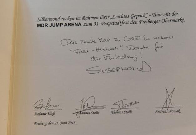 <p> Sie schrieben: &quot;Das zweite Mal zu Gast in unserer 'Fast-Heimat'. Danke für die Einladung&quot;. Neben den Musikern aus Bautzen verewigten sich dort unter anderem bereits Andreas Bourani und Amy McDonald.</p>