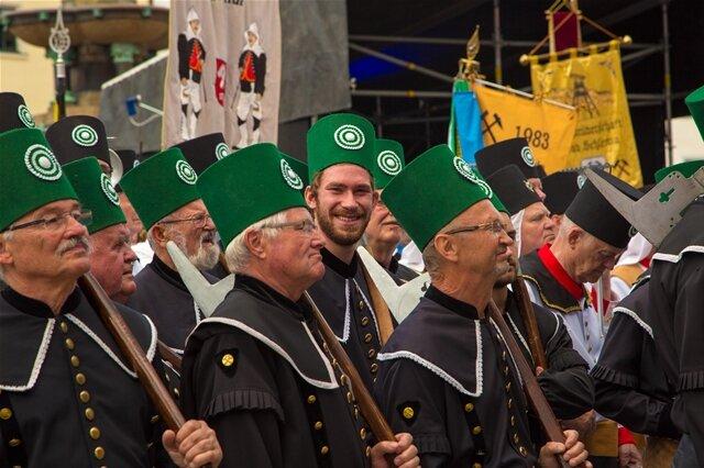<p> Die traditionelle Bergparade war am Sonntagvormittag ein Höhepunkt des 31. Bergstadtfestes in Freiberg.</p>