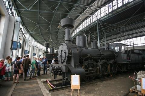 <p> Im Eisenbahndepot des Nationalen Technischen Museums in Komotau stehen etwa 100 Lokomotiven, Waggons und Draisinen. Hier die älteste Lok, gefertigt 1873 von Richard Hartmann in Chemnitz.</p>