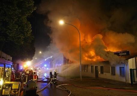 <p>Aus bisher ungeklärter Ursache bracht in einem leer stehenden Gebäude Feuer aus.</p>