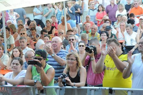 <p>Das Publikum feierte die Sportler.</p>