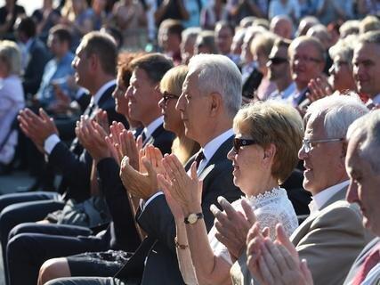<p>Auch Sachsens Ministerpräsident Stanislaw Tillich (mitte) war unter den Gästen.</p>