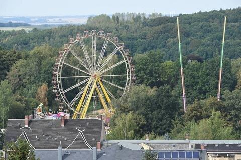 <p>Eines der Wahrzeichen für die Festlichkeiten: das Riesenrad auf dem Rummelplatz</p>
