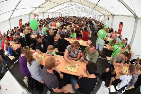 <p>Insgesamt saßen 1053 Personen vor den Spielbrettern.</p>