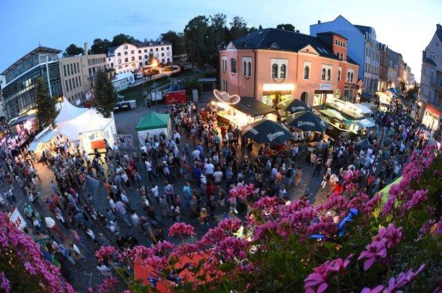 <p>Viele Gäste besuchten das Fest auch in den Abendstunden.</p>
