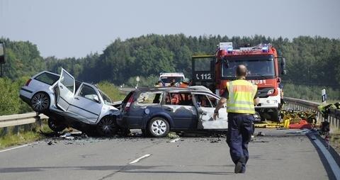 <p>Die Staatsstraße 289 wurde in beiden Richtungen gesperrt. Die Ermittlungen zur Unfallursache dauern an.</p>