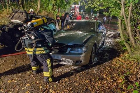 <p>Durch die Hitzeeinwirkung soll das daneben stehende Auto ebenfalls in Brand geraten sein.</p>