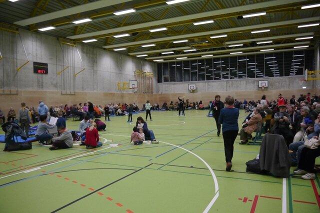 <p>Blick in die Notunterkünfte: Hier Turnhalle des Andrégymnasiums.</p>