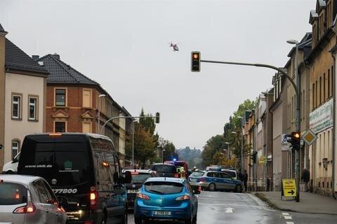 """<p xmlns:php=""""http://php.net/xsl"""">Am Unfallort wurde die Zwickauer Straße/Muldenbrücke zweitweise für den Verkehr aus Richtung Schneeberg gesperrt.</p>"""
