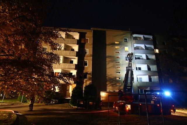 <p>Die Polizei ist vor Ort und hat die Brandursachenermittlung aufgenommen.&nbsp;Zur Schadenshöhe liegen momentan noch keine Zahlen vor. Im Folgenden weitere Bilder des Einsatzes...</p>