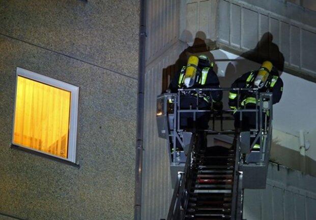 <p>An dem Einsatz sind insgesamt 64 Kameraden der Feuerwehr und 60&nbsp;Einsatzkräfte des Rettungsdienstes beteiligt.</p>