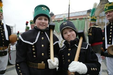 <p>Der Umzug vor dem ersten Advent in Chemnitz ist traditionell der Saisonauftakt.</p>