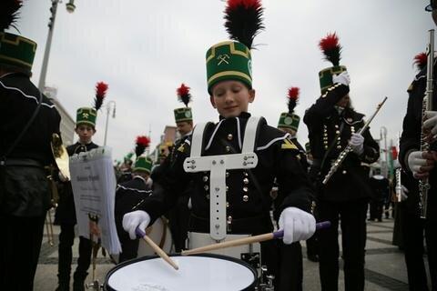<p>In diesem Jahr beteiligen sich 31 Vereine. Höhepunkt des mehr als einstündigen Spektakels war das Abschlusszeremoniell sowie das Abschlusskonzert der neun Bergkapellen.</p>