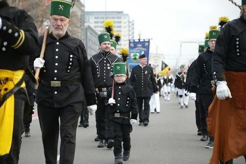 <p>Es war laut dem Landesverband der Bergmanns-, Hütten- und Knappenvereine die größte Parade in der Vorweihnachtszeit.</p>