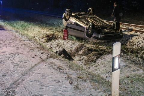 <p>Gegen 3.40 Uhr geriet eine Fahrerin mit ihrem Citroën in einer Kurve auf glatter Straße ins Schleudern.</p>