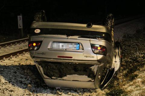 <p>Die Bahnstrecke zwischen Johanngeorgenstadt und Zwickau war wegen dem Unfall bis 5.20 Uhr und die Schwarzenberger Straße / S272 zwischen Erlabrunn und Johanngeorgenstadt bis gegen 5.45 Uhr halbseitig gesperrt.</p>