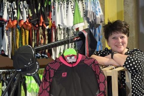 <p>Die Unternehmerin: Steffi Barth (Foto), Inhaberin des Sportausstatters Biehler, wurde im Januar in Limbach-Oberfrohna zur Unternehmerin des Jahres 2015 gewählt. In den vergangenen zwölf Jahren stieg die Zahl ihrer Mitarbeiter von sechs auf fast 40.</p>