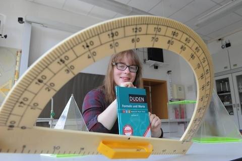 """<p>Die Schülerin: Sarah Fischer, Absolventin der Josephinenschule, ist eine von drei Chemnitzern, die in diesem Jahr ein Oberschulen-Abschlusszeugnis mit dem Notendurchschnitt 1,0 ablegte. Wie sie das schaffte? """"Durch Lernen vor jeder Arbeit.""""</p>"""