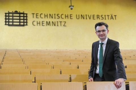 <p>Der Wissenschaftler: Gerd Strohmeier, Professor für Europäische Regierungssysteme im Vergleich, wurde im Juni vom Erweiterten Senat zum neuen Rektor der Technischen Universität Chemnitz gewählt. Der 41-jährige lehrt seit 2008 an der TU.</p>