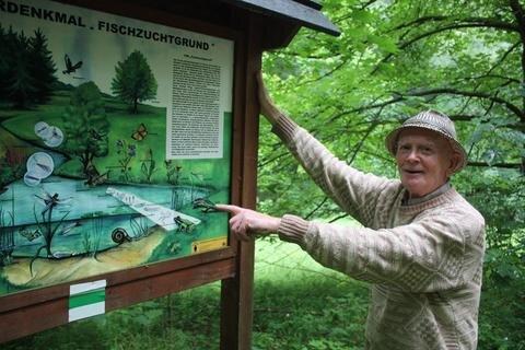 """<p>Der Rentner: Joachim Ullrich (Foto), Naturschützer aus Chemnitz, freute sich im Juni über eine Auszeichnung von Sachsens Umweltminister Thomas Schmidt. Der Mann aus Einsiedel ist schon seit 1997 im ehrenamtlichen Naturschutzdienst tätig. Er betreut Schutz- und Wandergebiete in Einsiedel, Burkhardtsdorf und anderen Waldstücken zwischen Chemnitz und dem Erzgebirge. Seine Auszeichnung vom Umweltminister konnte er jedoch nicht persönlich entgegen nehmen. """"Zu dem Zeitpunkt war ich mit meiner Frau im Urlaub – wandern an Saale und Unstrut."""" Ullrich kümmert sich in Einsiedel auch um die Population der Amphibien an den Brauereiteichen.</p>"""