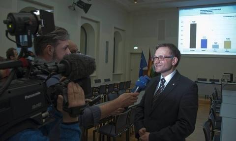 <p>17. April: Der Zwickauer Raphael Kürzinger wird zum neuen Oberbürgermeister in Reichenbach gewählt. Der CDU-Kandidat setzt sich gegen drei Mitbewerber klar durch und tritt die Nachfolge von Dieter Kießling an. Der war einer der erfolgreichsten Kommunalpolitiker der Region und hinterlässt verdammt große Fußstapfen.</p>