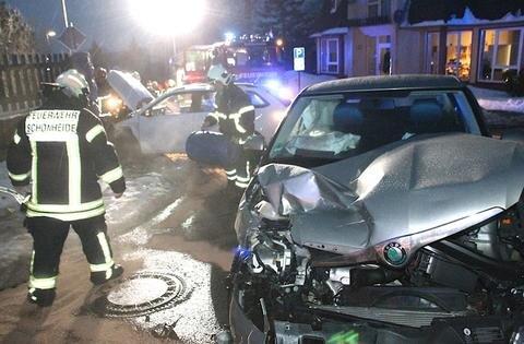 <p>Rettungsdienst, Polizei und Feuerwehr Schönheide waren im Einsatz.</p>