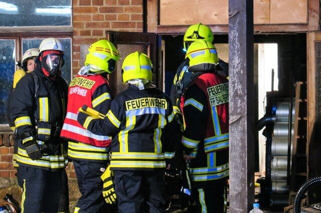 <p>Die Brandursachenermittler haben bereits ihre Arbeit begonnen.</p>