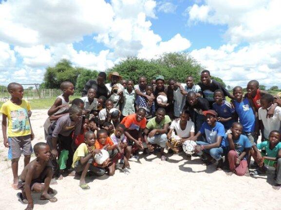 <p>Fußbälle für die Fußballmannschaften in Mayana, danke Hofi.</p>