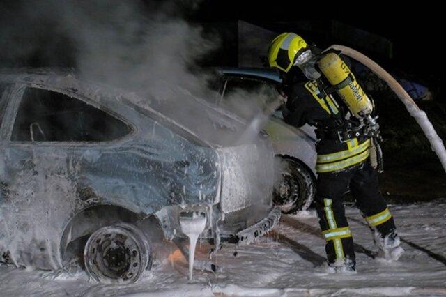 """<p xmlns:php=""""http://php.net/xsl"""">Wie die Polizei mitteilte, brannte ein Ford in voller Ausdehnung.</p>"""