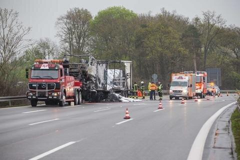 """<p xmlns:php=""""http://php.net/xsl"""">Der Verkehr wurde über die Anschlussstelle Pirk umgeleitet.</p>"""