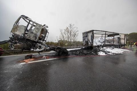 <p>Der Fahrer wurde bei dem Brand nicht verletzt - er konnte sich noch rechtzeitig in Sicherheit bringen.</p>