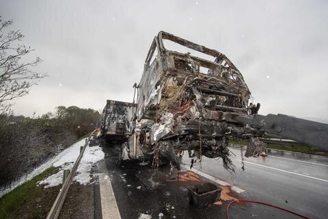 <p>Nach ersten Informationen hatte der Lkw gegen 4 Uhr Feuer gefangen.</p>