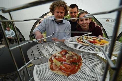 <p>Es gab für jeden Geschmack etwas leckeres zu essen. Besonders beliebt war auch der Pizza-Workshop für Kinder am Augusto.</p>
