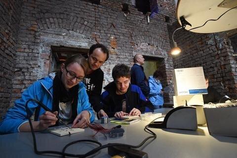 <p>Auch der Chaostreff Computerclub mit ihrer Lötwerkstatt war bei der Museumsnacht dabei.</p>
