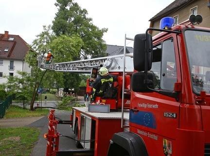 <p>Ein weiterer Einsatzort für die Feuerwehr war am Sonntagmittag die Straße Am Lindenhof in Wüstenbrand.</p>