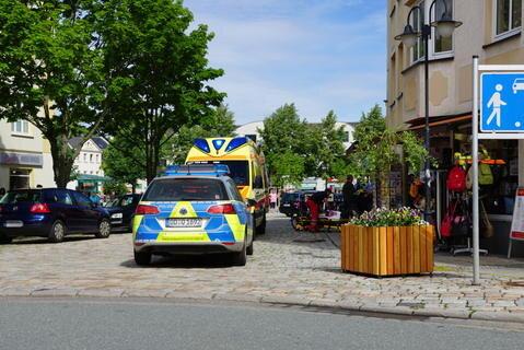 <p>Der Streit hatte am Morgen zu einem Großeinsatz von Polizei und Rettungskräften in der Auerbacher Innenstadt geführt.</p>