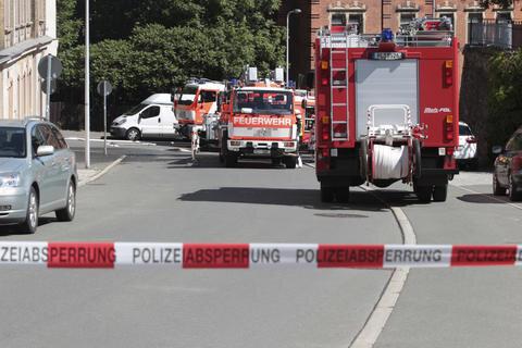 <p>Die Straße wurde wegen der Löscharbeiten gesperrt.</p>