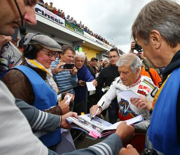 <p>Agostini musste die meisten Autogrammwünsche bei derADAC-Sachsenring-Classic erfüllen.</p>